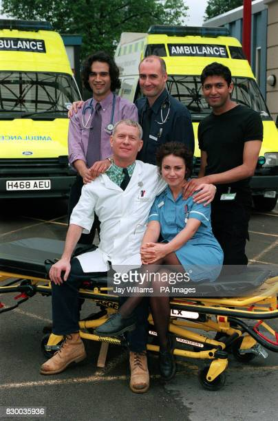 ROW GERALD KYD ROBERT GWILYM PAL ARON FRONT DEREK THOMPSON AND JAN ANDERSON WHO STAR IN THE BBC TV HOSPITAL DRAMA CASUALTY