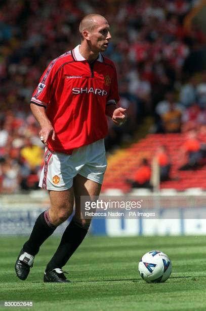 S JAAP STAM IN ACTION DURING THE 1998 FA CHARITY SHIELD FOOTBALL MATCH BETWEEN ARSENAL AND MANCHESTER UNITED AT WEMBLEY STADIUM ARSENAL WON THE MATCH...