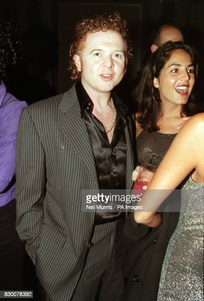 PHOTO 25/9/98 'SIMPLY RED' SINGER MICK HICKNALL AT LONDON FASHION WEEK 1998 FOR THE ANTONIO BERARDI SHOW