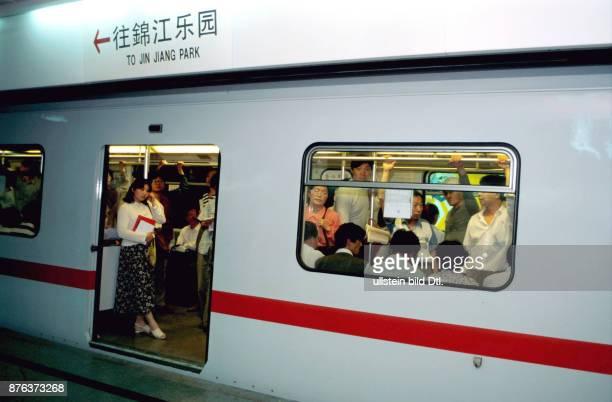 CHINA THE SUBWAY AT RUSH HOUR SHANGHAI CDREF00601
