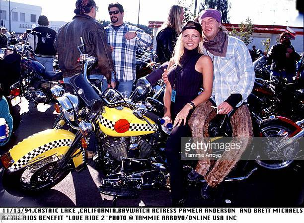 11/13/94CASTAIC LAKE CALIFORNIABAYWATCH ACTRESS PAMELA ANDERSON AND BRETT MICHAELS AT THE AIDS BENEFIT 'LOVE RIDE 2'