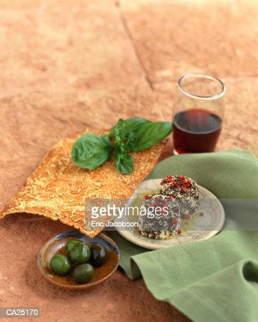 FLATBREAD, GOAT CHEESE, OLIVES : Stock Photo