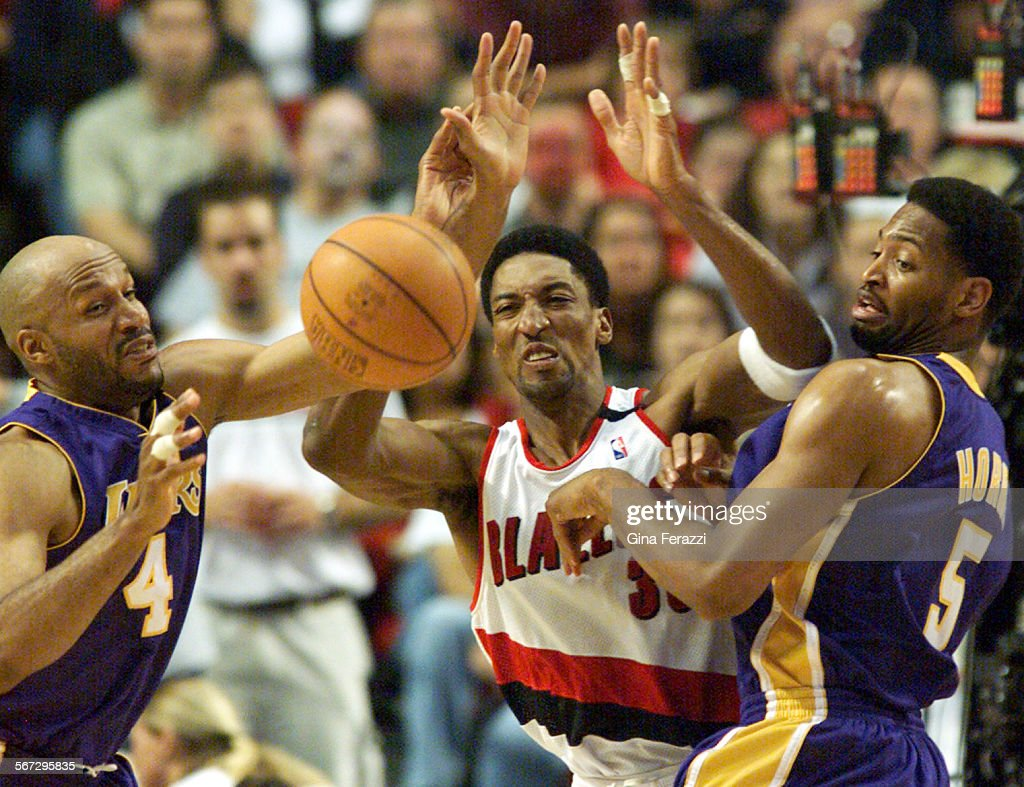SP 0526kers5 GF–Lakers Ron Harper and Robert Horry block