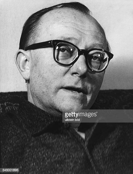 *Schiftsteller Lyriker DPorträt undatiert um 1960Aufnahme von Fritz Eschen