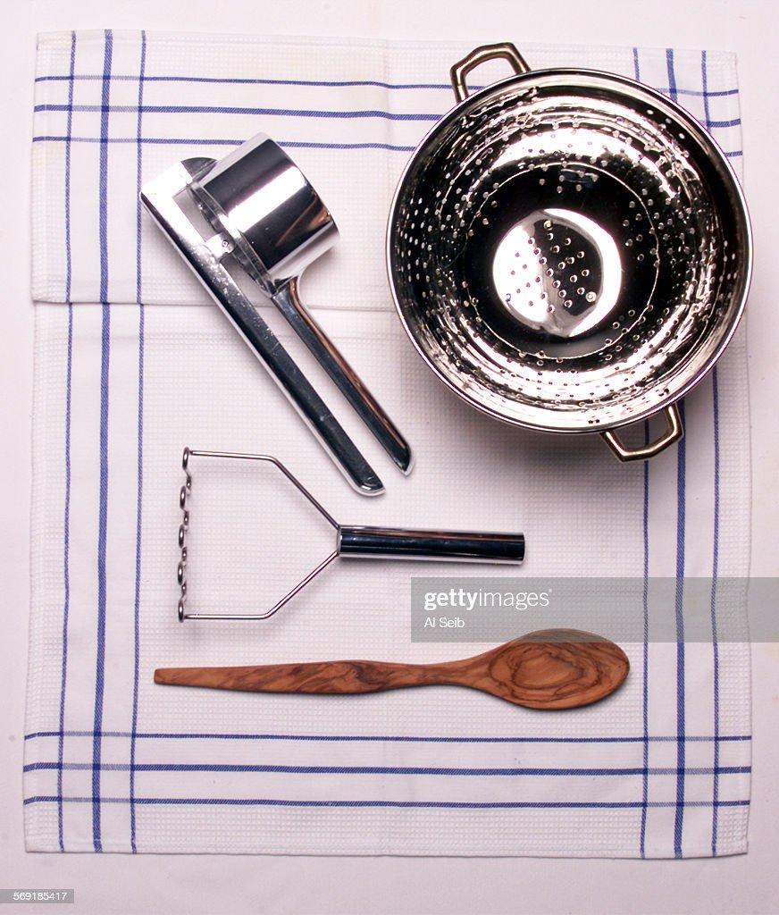 FO1101studio3AS FOHand gadgets Gadgets for Trukey preparation Gadgets for potatoes potato riser colander potato masher wooden spoon