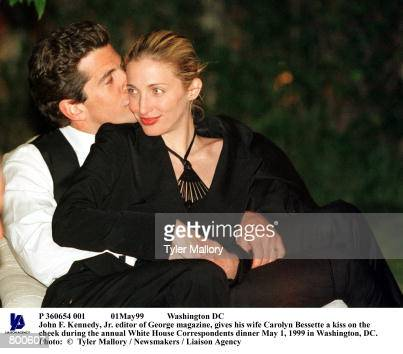 P 360654 001 01May99 Washington DC John F Kennedy Jr editor of George magazine gives his wife Carolyn Bessette a kiss on the cheek during the annual...