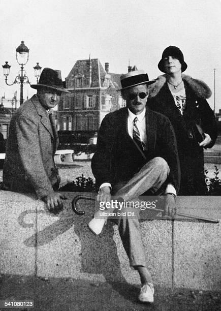 *02021882Schriftsteller Irlandmit seiner Ehefrau Nora und seinem Biographen Stuart Gilbert 1932
