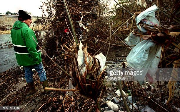 ME0126lewis2WS Lewis McAdams founder of Friends of the LA River surveys the trash situation along the LA River north of Downtown Los Angeles after a...