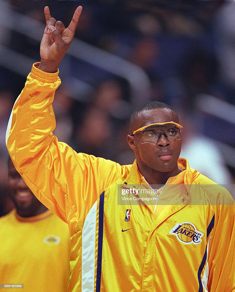 SP 0225 Lakers9 VC Laker forward Horace Grant signals to