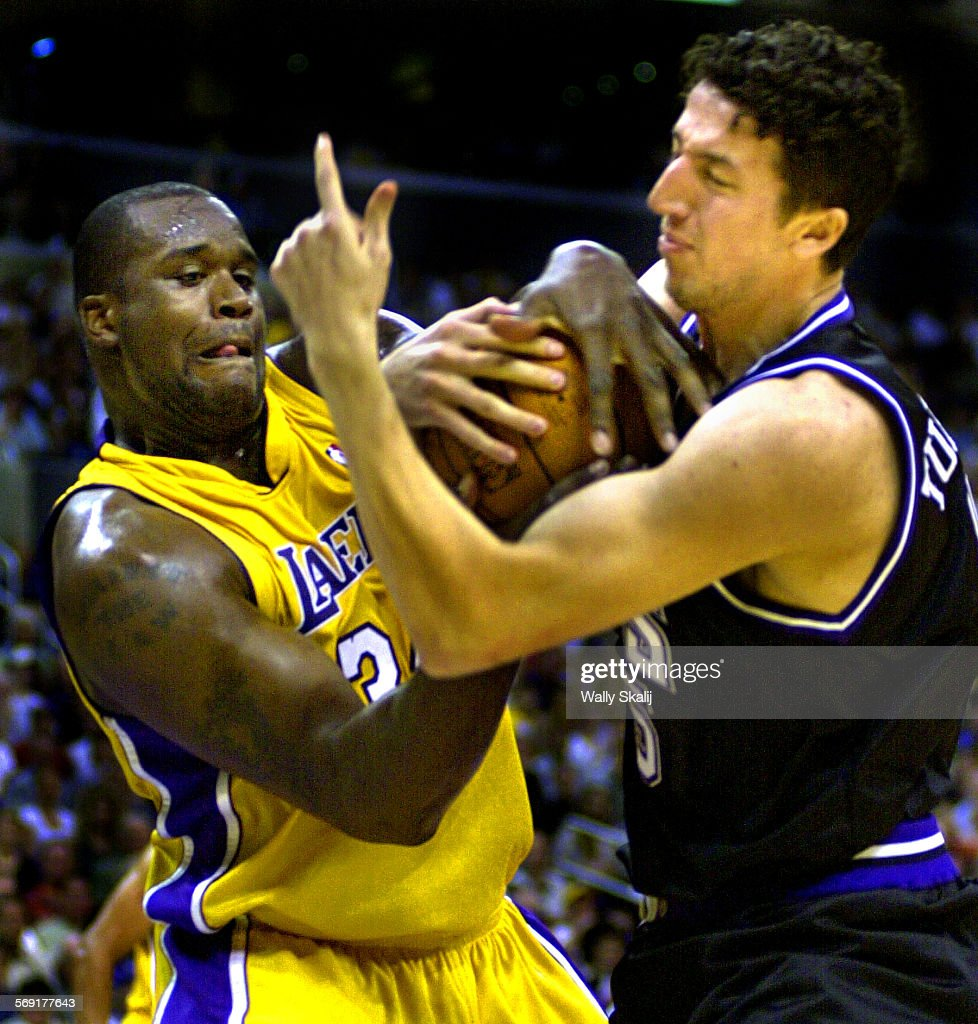 SP 0506kers2 WS Lakers Shaquille O Neal battles for a