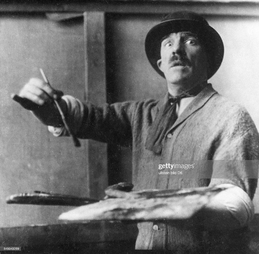 Bildender Künstler, Maler, FrankreichPorträt in seinem Atelier- 1925