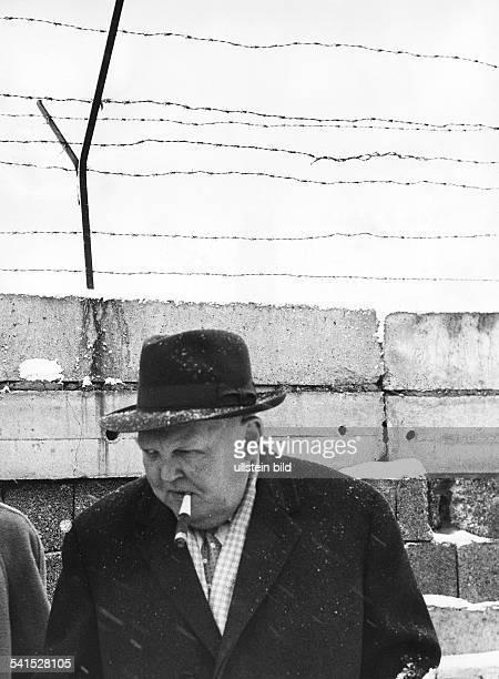 *04021897Politiker CDU DWirtschaftsminister am Potsdamer Platz in Berlin identisch mit Bild