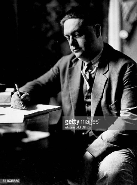 *04091892Musiker Komponist Frankreicham Schreibtisch 1930