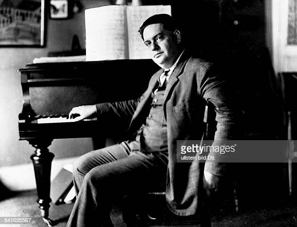 *04091892Musiker Komponist FrankreichPorträt am Flügel 1930