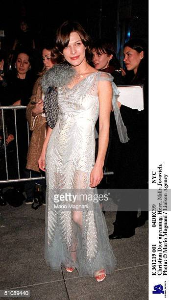 E 361219 001 04Dec99 Nyc Christian Dior Openning Here Milla Jovovich