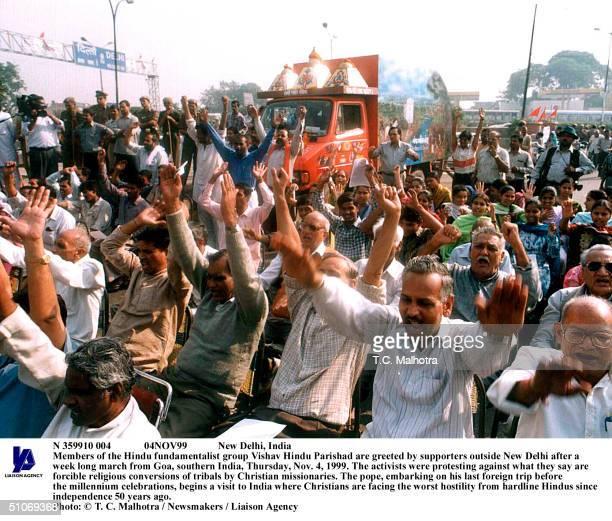 N 359910 004 04Nov99 New Delhi India Members Of The Hindu Fundamentalist Group Vishav Hindu Parishad Are Greeted By Supporters Outside New Delhi...