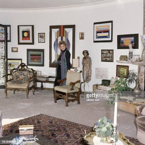 maria schell schauspielerin schweiz in ihrem haus in wasserburg inn undatiert pictures. Black Bedroom Furniture Sets. Home Design Ideas