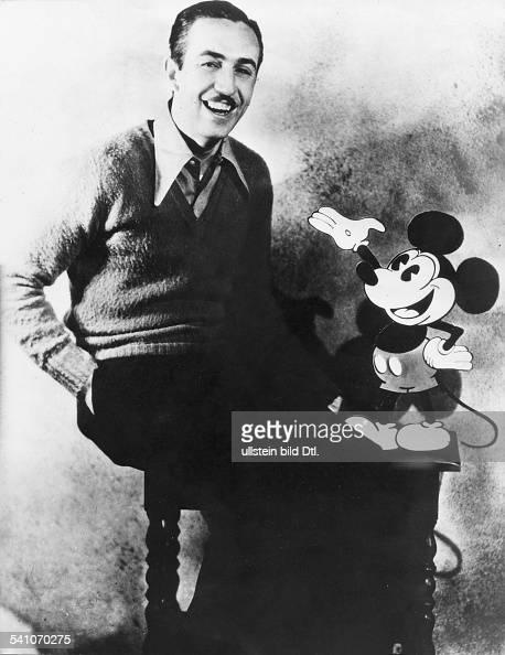 *Filmproduzent Unternehmer USA Portrait mit Micky Maus Figur undatiert