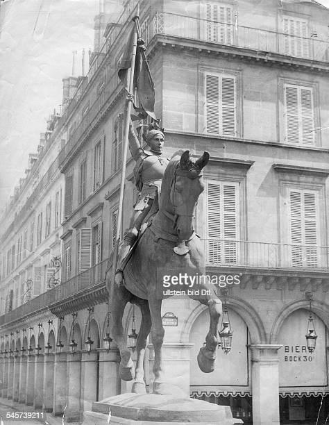 *0610141230051431Nationalheldin Frankreich Jeanne d'Arc als Reiterin mit Fahne Denkmal von Paul Dubois am Place du Parvis Reims 1903
