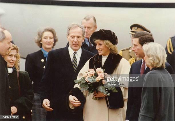 Prinz Charles und Diana in Hamburg Bei ihrer Ankunft am Hamburger Flughafen wurden die Princess of Wales und Charles vom Bürgermeister Klaus von...