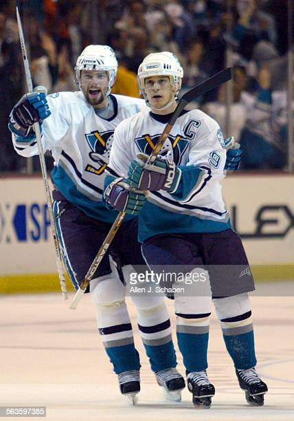 SP0416ducksAJS–– Anaheim Mighty Ducks players Petr Sykora left and Paul Kariya celebrate Kariya's game tying goal in the first period Wednesday April...