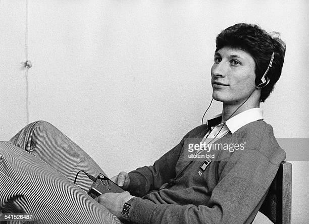 *Sportler Eiskunstläufer Dhört mit Walkman 1982