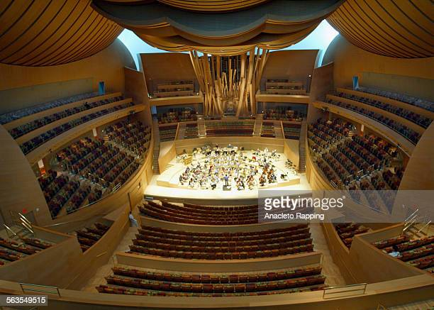 CA0918disneyAMR Photos of the interior of Disney Concert Hall for the architecture review Photos of rehearsel by the LA Philharmonic and a guest...