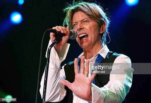 *Sänger Musiker Schauspieler Grossbritannienbei einem Auftritt im EWerk in Köln D