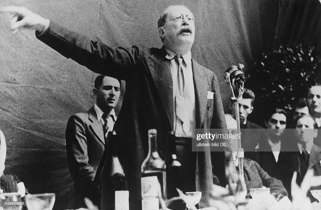 Politiker, Sozialist (PSF), FrankreichMinisterpräsident 1936-37/1938/1946-47Rede auf einem sozialdemokratischen Parteikongress in Marseille- 1937