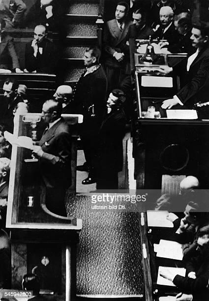 *09041872Politiker Sozialist FrankreichMinisterpräsident 193637/1938/194647Ministerpräsident Blum spricht vor der Nationalversammlung in Paris...