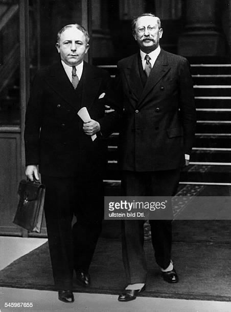 *09041872Politiker Sozialist FrankreichMinisterpräsident 193637/1938/194647mit Innenminister Salengro beim Verlassen des ElyseePalastes in Paris nach...