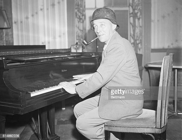 New York NY Back from a camp show tour of England and France Bing Crosby known to much of his American public as 'The Groaner' and to his German fans...