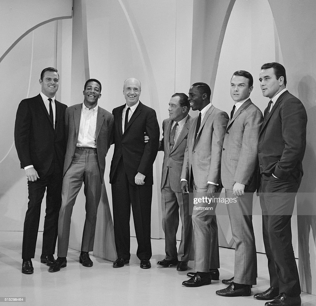 Hollywood, California- Ed Sullivan salutes the National League Pennant winning Los Angeles Dodgers and manager Walt Alston on 'The Ed Sullivan Show' on the CBS Television Network. The Dodgers played the last game of the season earlier in the day and then went to the studio for the taped show. Shown left to right are: Don Drysdale, Willie Davis, Walt Alston, Ed Sullivan, Lou Johnson, Jim Lefebvre and Ron Parranoski.
