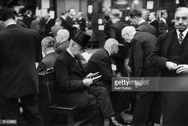 Brokers and jobbers mingle in the 'Gorgonzola Hall' at the London Stock Exchange in Throgmorton Street