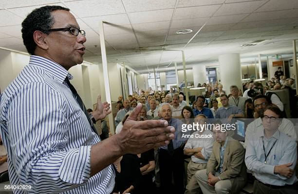 Los Angeles Times Editor Dean Baquet addresses the staff of the Los Angeles Times in the newsroom Tuesday November 7 2006 Baquet was forced to resign...