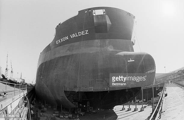 San Diego CA The oil tanker that created the worst oil spill in US history the Exxon Valdez sits high and dry after three months in drydock at the...