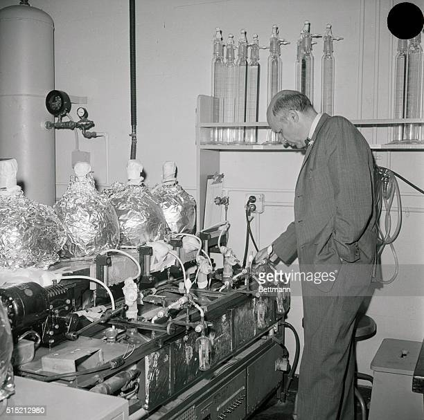 11/2/1961Berkeley CA Nobel Prizewinning chemist Dr Melvin Calvin inspects Chlorella growing tanks in his laboratory Chlorella is an organism used for...