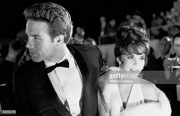 American actor Warren Beatty and actress Natalie Wood at the Oscars award ceremony in Hollywood