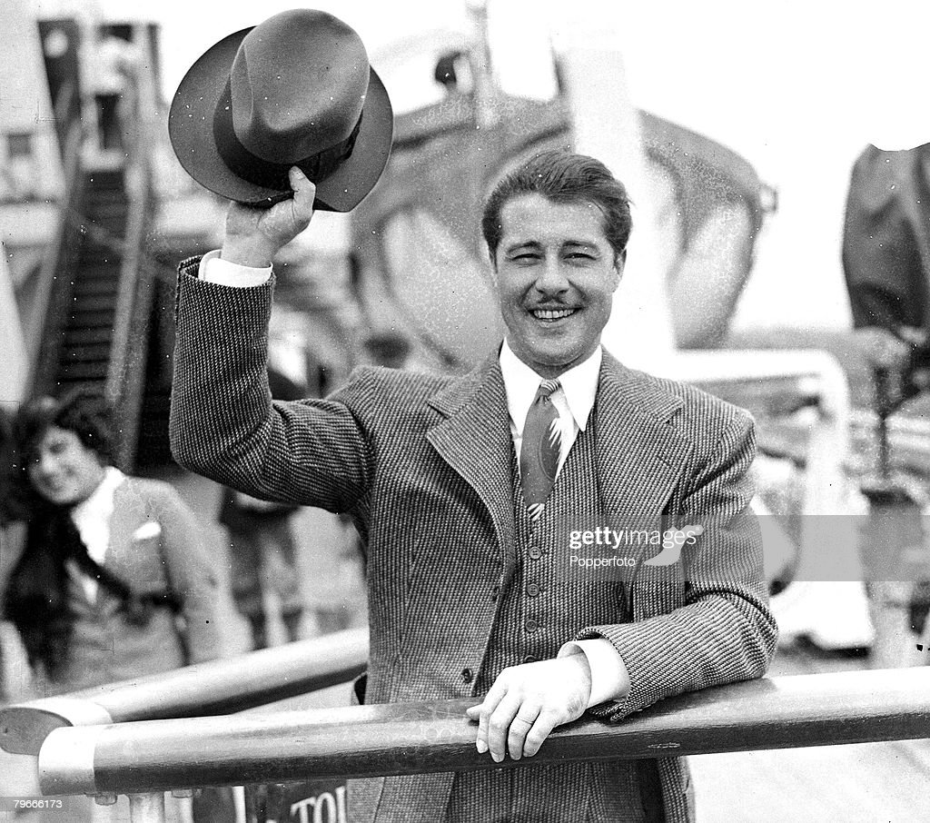 11th July 1938, Actor <a gi-track='captionPersonalityLinkClicked' href=/galleries/search?phrase=Don+Ameche&family=editorial&specificpeople=214190 ng-click='$event.stopPropagation()'>Don Ameche</a> pictured arriving at Southampton aboard the ,Queen Mary from the USA