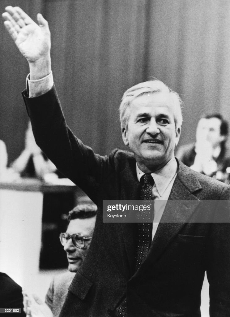 Four liberals have, contrary to a resolution of the West Berlin congress, decided to support Richard Weizsacker in the West Berlin Chamber of Deputies' election of a new senate. Weizsacker and his team, although a minority senate, hope to govern for the whole of the legislative period.