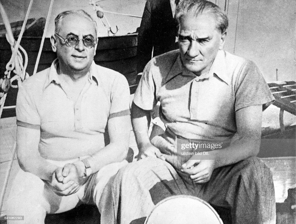 Politiker; Türkei- mit seinem Wirtschaftsminister Celal Bayar (l) an Bord seiner Privatyacht- veröffentlicht in BIZ 46 / 1936Fotografie von Ilse Steinhoff - Werner Conitz