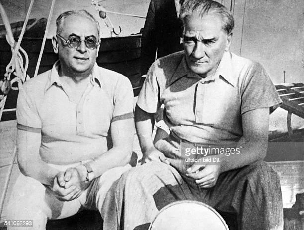 *12031881Politiker Türkei mit seinem Wirtschaftsminister Celal Bayar an Bord seiner Privatyacht veröffentlicht in BIZ 46 / 1936Fotografie von Ilse...