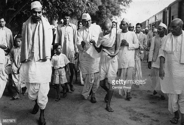 Mahatma Gandhi arrives in Delhi with members of his staff to confer with Viceroy Lord Linlithgow on the question of the War To the left of Gandhi is...