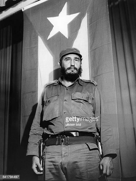 *Politiker Kuba Porträt vor der kubanischen Flagge 1964