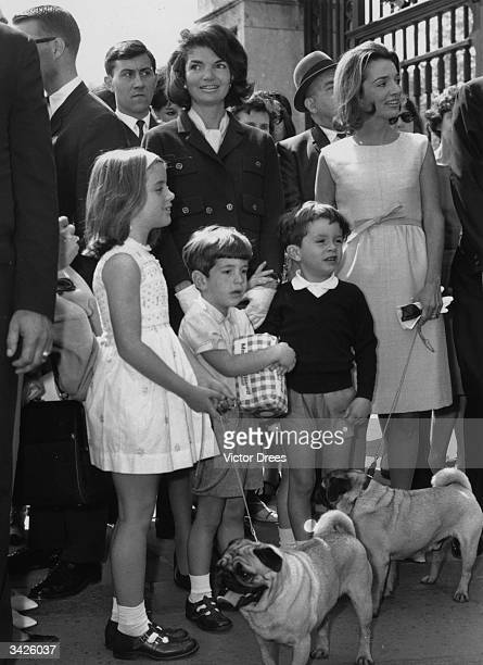 Mrs Jackie Kennedy and her sister Lee Radziwill together with their children outside Buckingham Palace