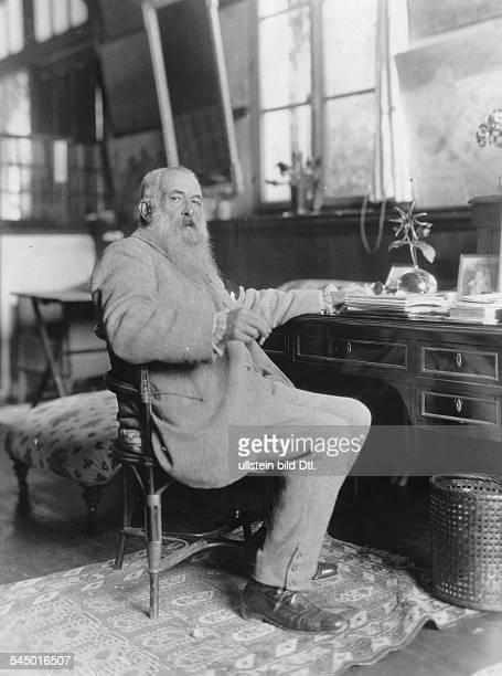 *14021840Bildender Künstler Maler FrankreichPorträt am Schreibtisch vermutl um 1920