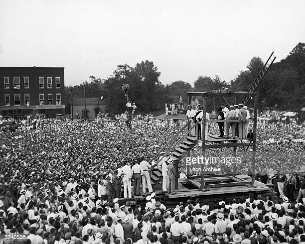 A huge crowd of over 15000 people gathers around a scaffold to witness the public hanging of 22year old Rainey Bethea Owensboro Kentucky Public...