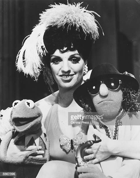 American actress singer and dancer Liza Minnelli centre with muppets Kermit the Frog and Zoot on the set of the TV show 'The Muppets' at Elstree...