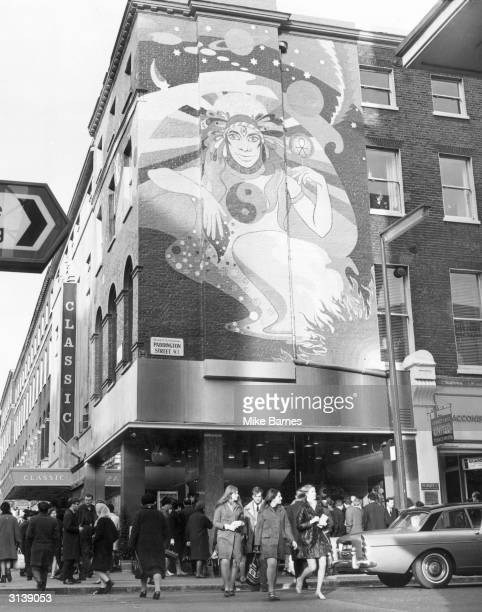 A 40ft psychedelic mural on the wall of the 'Apple' boutique which has been opened by the Beatles on the corner of Baker St and Paddington St in...