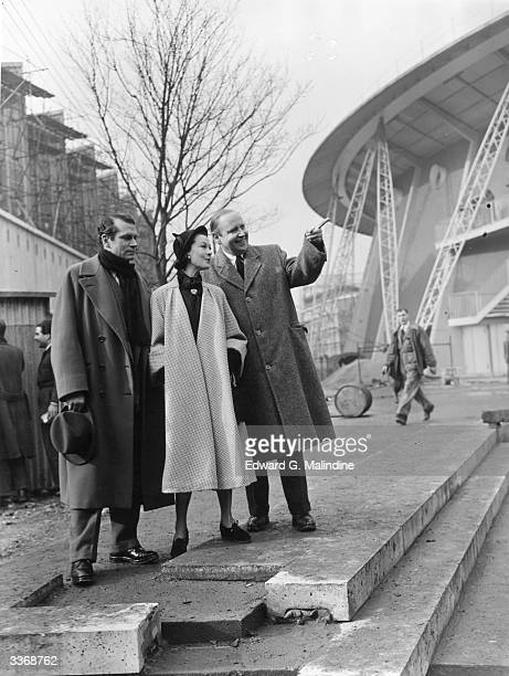 British actors Sir Laurence Olivier and Vivien Leigh at the Festival of Britain site on the South Bank London with the Festival director Mr Gerald...